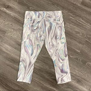 Athleta Pants & Jumpsuits - Athleta Contender Opal Capri in Powerlift
